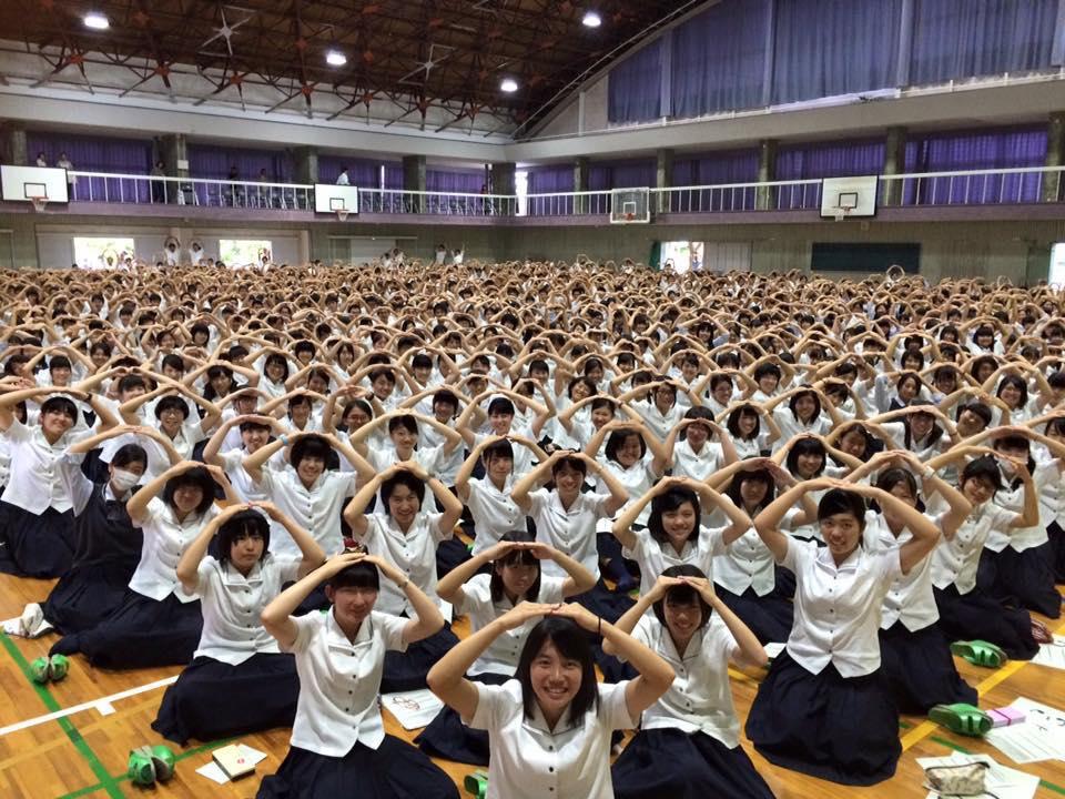 中学校での可能性無限大LIVEの写真